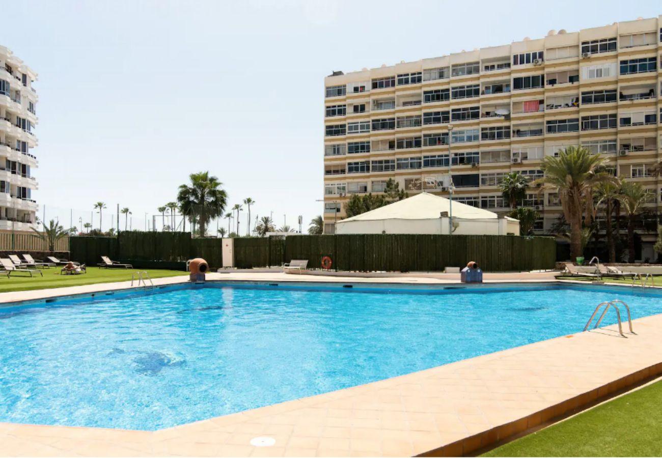 Apartamento en San Bartolomé de Tirajana - Home2Book Desing Apartment Playa del Inglés, Pool & Wifi