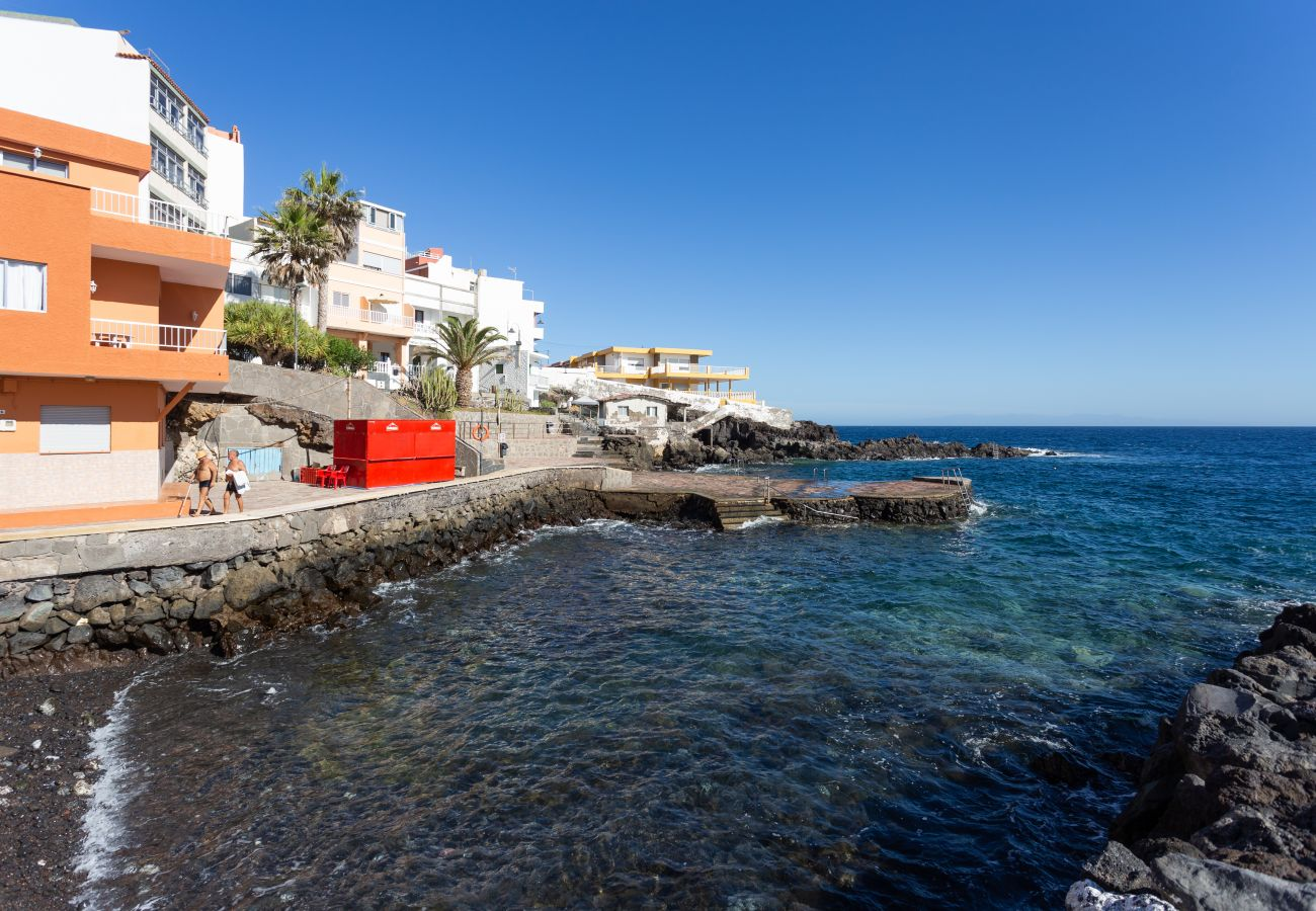 Townhouse in Güimar - HomeLike Stunning Sea Front House +Wifi