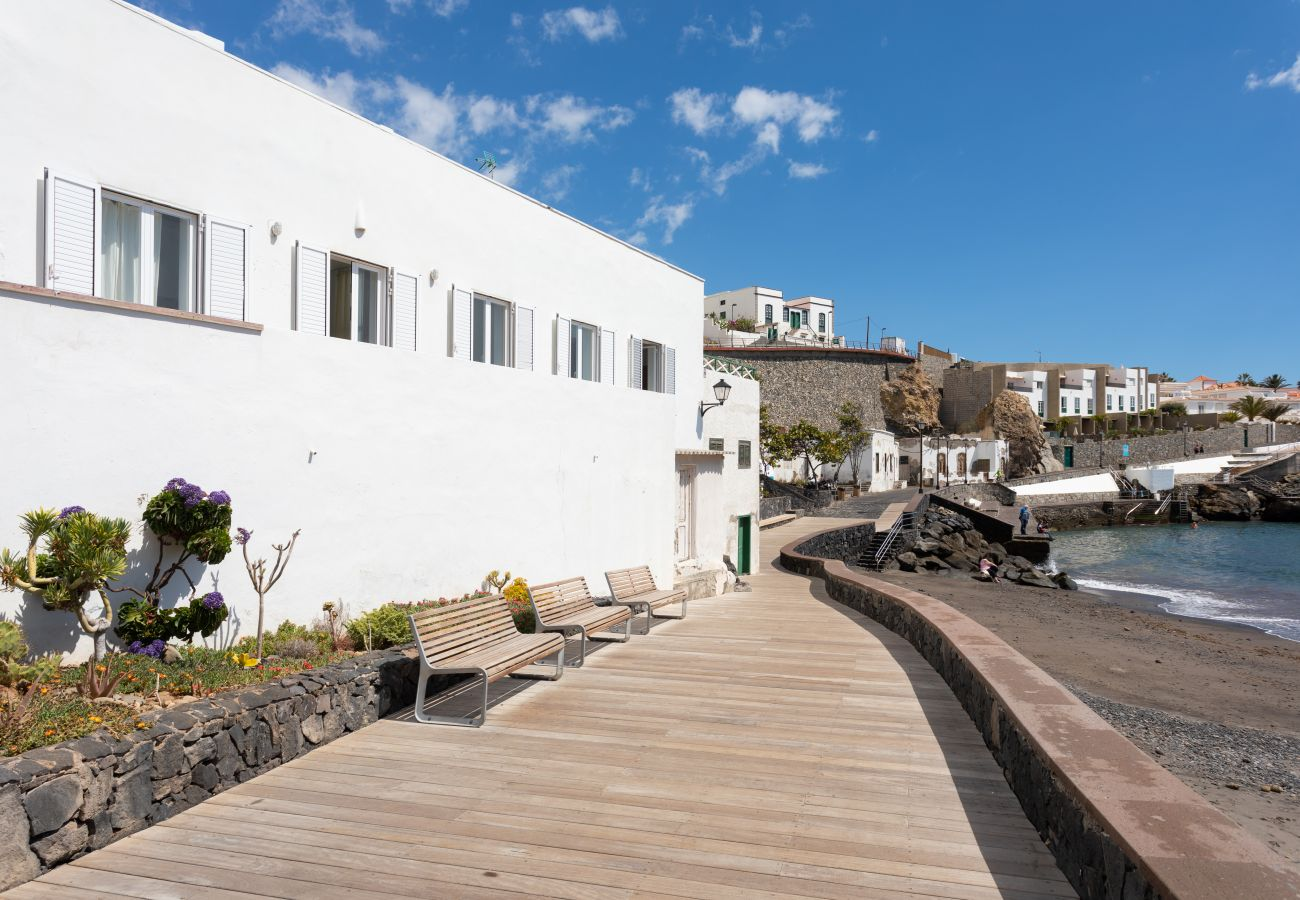 House in Arico - Home2Book Stunning Sea Front House El Poris