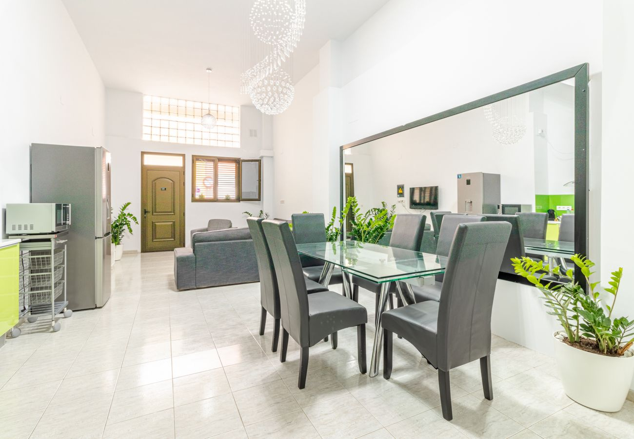 Apartment in Las Palmas de Gran Canaria - Home2Book Spacious Apartment La Isleta, Wifi